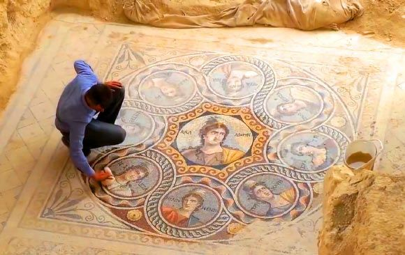 STUNNING MOSAICS UNCOVERED IN ANCIENT CITY OF ZEUGMA